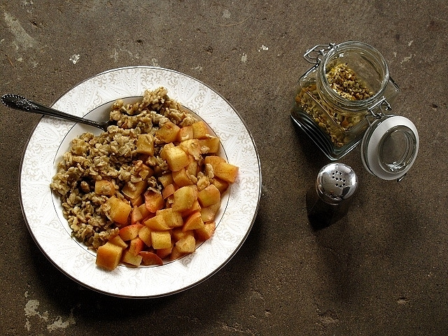 toasted oat porridge with chamomile, walnuts + spiced apples